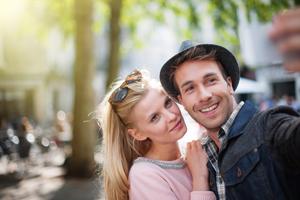 Lächeln bitte! Die Singles in unserer Online Community sind auf der Suche nach Freundschaft und Liebe.